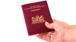 Paspoort vergeten? Koerier bellen.