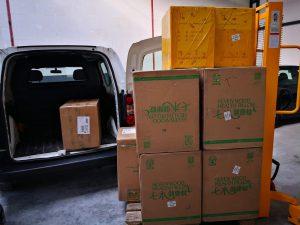 Dozen voorraad uitladen opslagruimte